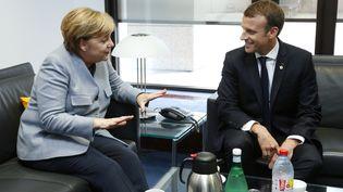 Angela Merkel et Emmanuel Macron, le 19 octobre 2017, lors d'un sommet de l'Union européenne, à Bruxelles, le 19 octobre 2017. (FRANCOIS LENOIR / AFP)