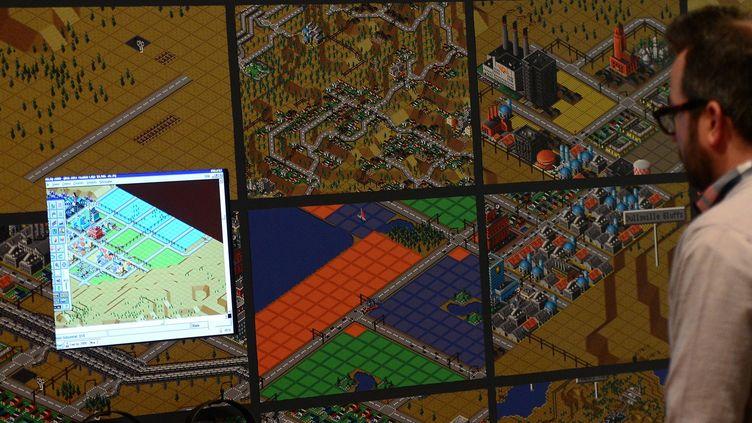 Démonstration du jeu vidéo SimCity (2000) au Musée d'Art Moderne de New York (MoMA)  (EMMANUEL DUNAND / AFP)