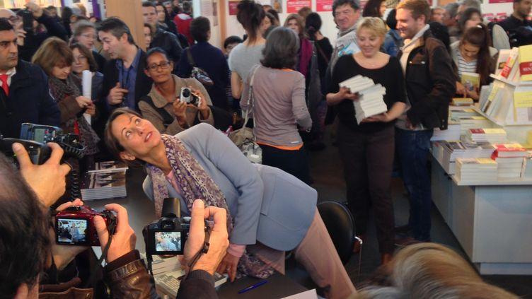 Ségolène Royal sur le stand des éditions Grasset, samedi après-midi  (Culturebox)