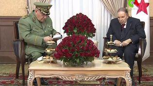 Le chef d'état-major de l'armée et vice-ministre de la Défense, Ahmed Gaïd Salah, et le président algérienAbdelaziz Bouteflika, le 11 mars 2019 à Alger. (CANAL ALGERIE / AFP)