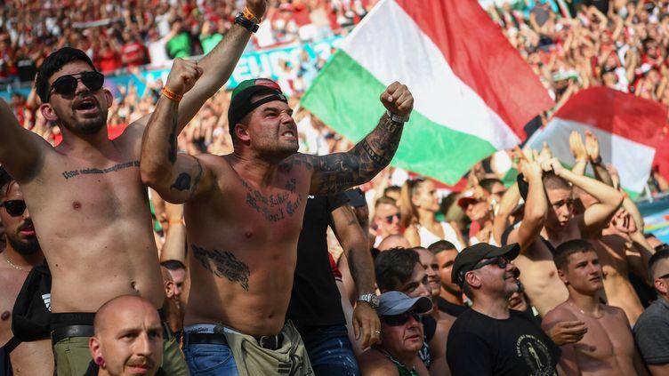 Des supporters hongrois au stade Ferenc Puskas lors du match entre la France et la Hongrie à l'Euro, le 19 juin 2021. (FRANCK FIFE / AFP)