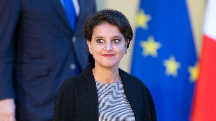 La ministre de l'Education,Najat Vallaud-Belkacem, le 18 novembre 2016 à Paris, à la sortie du conseil des ministres à l'Elysée. (CITIZENSIDE / YANN BOHAC / AFP)