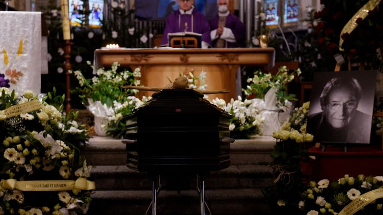 La cérémonie des obsèques de Robert Hossein le 6 janvier 2021. (JEAN-CHRISTOPHE VERHAEGEN / AFP)