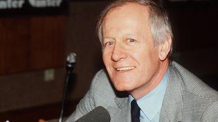 """Jacques Chancel, durant la dernière diffusion de son émission """"Radioscopie"""" sur France Inter, en février 1982. (AFP)"""