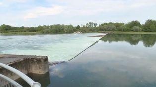 Le dramatique accident de bateau qui a fait trois morts sur le Rhin à Gerstheim (Bas-Rhin) aurait-il pu être évité ? Quelles sont les règles de prudences à respecter dans cette situation ?  (FRANCE 2)