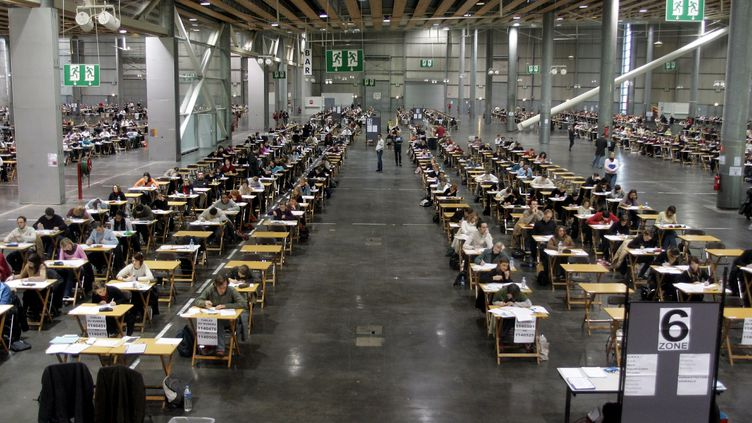 Illustration d'une salle d'examens lors de concours de la fonction publique. (MAXPPP)