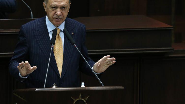 Le président turcRecep Tayyip Erdogan lors d'un discours à Ankara (Turquie), le 28 octobre 2020. (MEHMET ALI OZCAN / ANADOLU AGENCY / AFP)