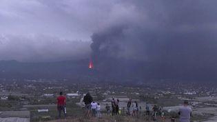 L'éruption du volcan Cumbre Vieja sur l'île de La Palma, aux Canaries, a provoqué un vaste nuage de fumée qui se trouve à présent au-dessus de la Méditerranée. Est-il dangereux ? (FRANCE 2)