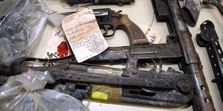 L'arsenal du Gang de Roubaix comprend grenades, fusils d'assaut, fusils à pompe et lance-roquettes. Ce qui ne les empêcha pas de se réveler de très mauvais braqueurs. (PHILIPPE HUGUEN / AFP)