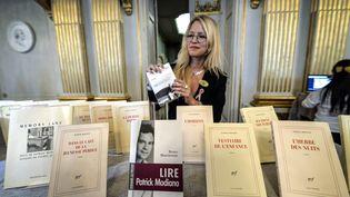 Des livres du romancier français Patrick Modiano, exposés à l'académie Nobel, le 9 octobre 2014. (TT NEWS AGENCY / REUTERS)