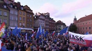 Vendredi 8 octobre, la Pologne a fait un pas vers la sortie de l'Union européenne après la décision de la cour constitutionnelle de contester la primauté du droit européen. (CAPTURE ECRAN / FRANCEINFO)
