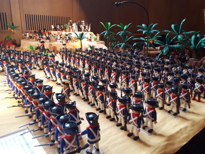"""La campagne d'Égypte menée par le général Bonaparte, vue par l'exposition Playmobil """"En avant l'histoire"""", aux Invalides, à Paris. (SOPHIE AUVIGNE / FRANCE-INFO)"""