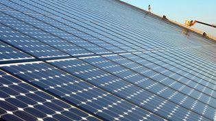 Des panneaux d'un parc photovoltaïque, le 18 février 2008, à Weinbourg (Bas-Rhin). (FREDERICK FLORIN / AFP)