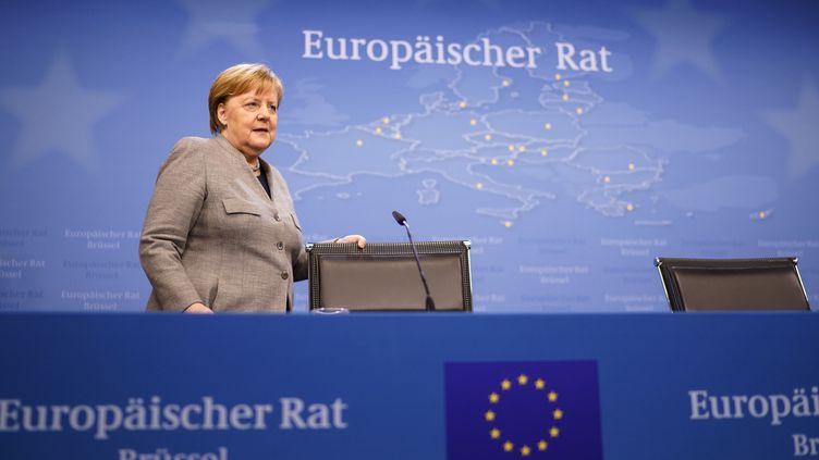 La chancelière allemande, Angela Merkel, avant une conférence de presse organisée à l'issue de la deuxième journée du sommet extraordinaire du Conseil européen à Bruxelles (Belgique), le 21 février 2020. (KENZO TRIBOUILLARD / AFP)