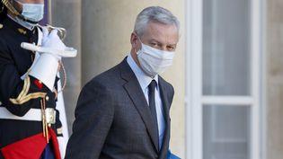 Le ministre de l'Economie, Bruno Le Maire, quitte lepalais de l'Elysée, le 18 novembre 2020, à Paris.  (LUDOVIC MARIN / AFP)