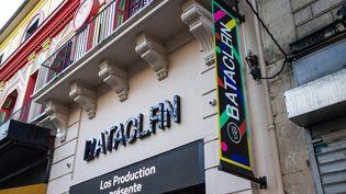 Façade de la mythique salle du Bataclan, dans le XIe arrondissement parisien. (AMAURY CORNU / HANS LUCAS / AFP)