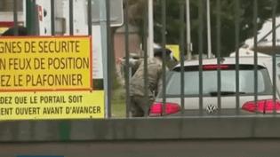 La caserne de Varces (Isère) devant laquelle des militaires ont été attaqués par une voiture. (France 3)