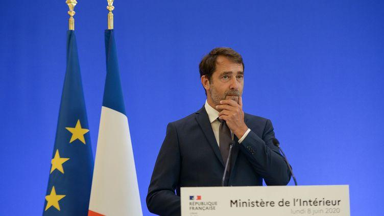 Christophe Castaner lors d'une conférence de presse sur le racisme et les violences policières, à Paris, le 8 juin 2020. (ISA HARSIN / SIPA)