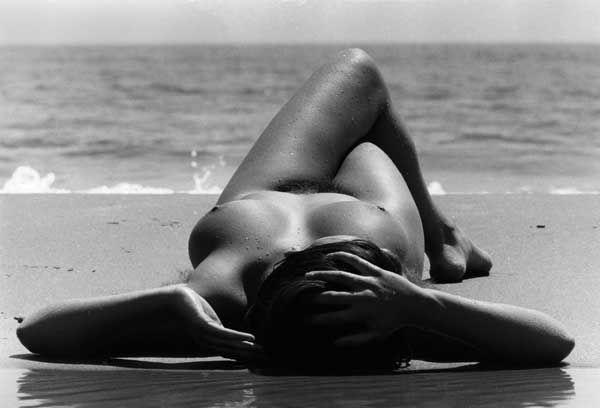 (Lucien Clergue, Nu de la plage - Camargue 1970 © Clergue 2014)