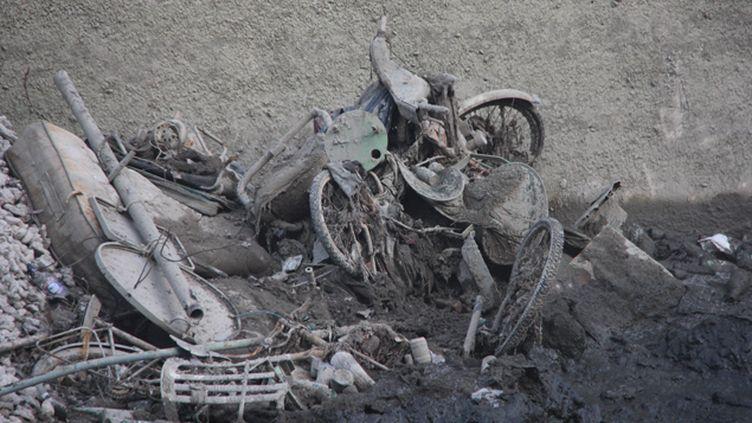 (Des objets retrouvés dans le canal Saint Martin à Paris  © Radio France / Fiona Moghaddam)