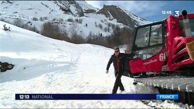 Stations de ski : des cours pour apprendre à conduire une dameuse