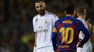 Karim Benzema et Lionel Messi lors d'un clasico, le 18 décembre 2019. (JOSE BRETON / NURPHOTO)