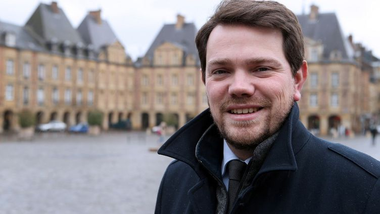 Boris Ravignon, maire LR de Charleville-Mézières,sur la place Ducale de la commune, le 7 février 2014. (FRANCOIS NASCIMBENI / AFP)
