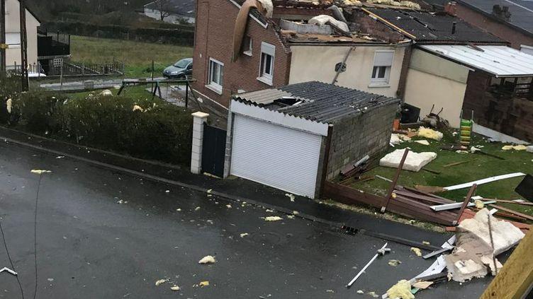 À Liévin (Pas-de-Calais) plusieurs maisons ont eu la toiture arrachée après le passage de la tempête Dennis. (France Bleu Nord)