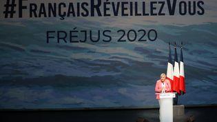 Marine Le Pen, présidente du Rassemblement national,lors de son discours de rentrée à Fréjus (Var), le 6 septembre 2020 (photo d'illustration). (VALERY HACHE / AFP)