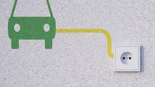 Le droit à la prise existe depuis le 1er janvier 2021 pour chaque propriétaire de véhicule électrique ou hybride dans les immeubles collectifs. (WESTEND61 / GETTY IMAGES)