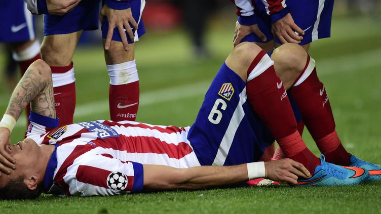 Mario Mandzukic au sol, mardi soir lors du match face au Bayer Leverkusen  (JAVIER SORIANO / AFP)