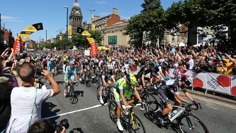 Les coureurs du Tour de France prennent le départ de l'édition 2014, le 5 juillet 2014, à Leeds (Royaume-Uni). (MATT WEST / BACKPAGE IMAGES LTD / AFP)