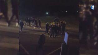 Capture d'écran d'une vidéo tournée par des riverains, à Calais (Pas-de-Calais), dimanche 8 novembre 2015. (FRANCE 3)