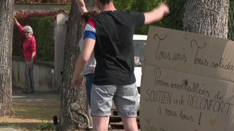 Loire : des séances de sport entre voisins dans la rue (Capture d'écran France 3)