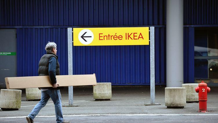 Devant un magasin Ikea, à Lomme, dans le nord de la France, le 29 février 2012. (PHILIPPE HUGUEN / AFP)