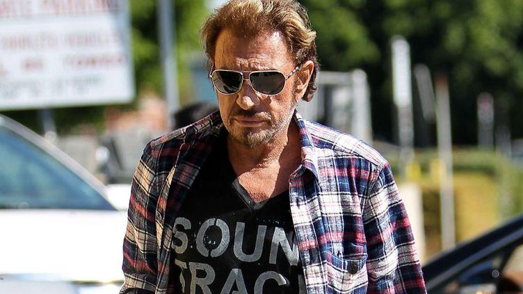 L'état de santé de Johnny vous inquiète toujours? Rassurez-vous, le taulier va bien, la preuve, il est de retour sur le chemin des studios. (MAXPPP)