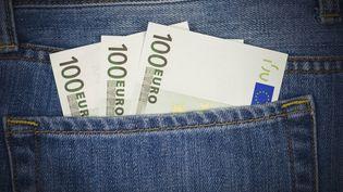 Les salariés possédant une épargne salariale de moins de 5 ans et qui le souhaitent peuvent débloquer jusqu'à 20 000 euros sans pénalités fiscales, du 1er juillet au 31 décembre 2013. (MESHAPHOTO / E+ / GETTY IMAGES)