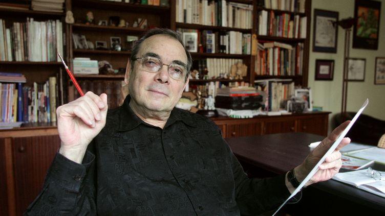 Ledessinateur Gotlib dans son bureau, le 4 mai 2005, au Vésinet, près de Paris.  (FRANCOIS GUILLOT / AFP)
