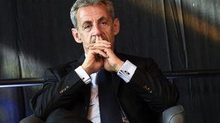 Nicolas Sarkozy est photographié à Calais (Pas-de-Calais), le 22 septembre 2021. (FRANCOIS LO PRESTI / AFP)