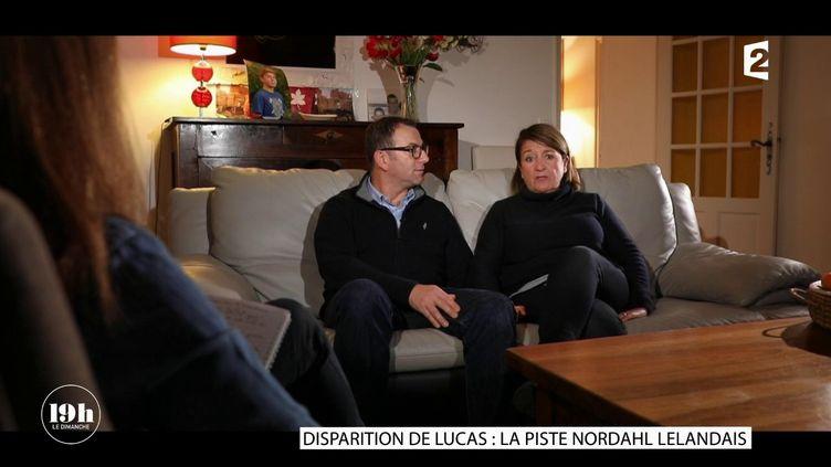"""Eric et Nathalie Tronche, les parents de Lucas, disparu en 2015 àBagnols-sur-Cèze (Gard) témoignent dans """"19h le dimanche"""", sur France 2, le 14 janvier 2018. (FRANCE 2)"""