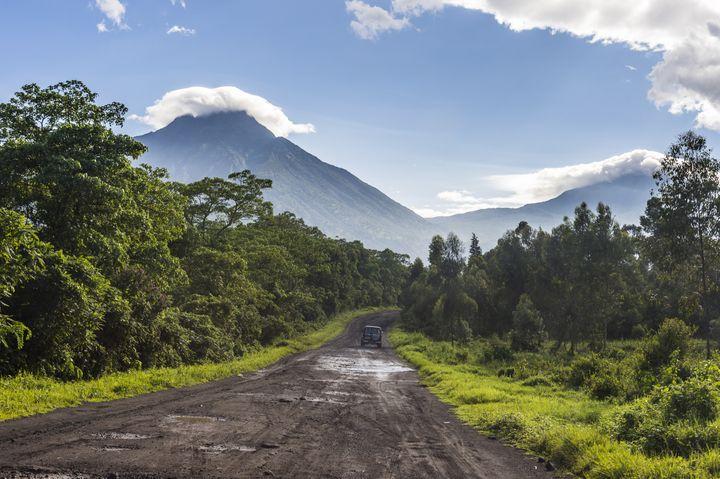 Chaîne de montagnes volcaniques dans leParc national des Virunga (classé au Patrimoine mondial de l'Unesco) dans l'est de la RDC. Photo prise le 4 novembre 2016. (REUTERS - MICHAEL RUNKEL / ROBERT HARDING PREMIUM)