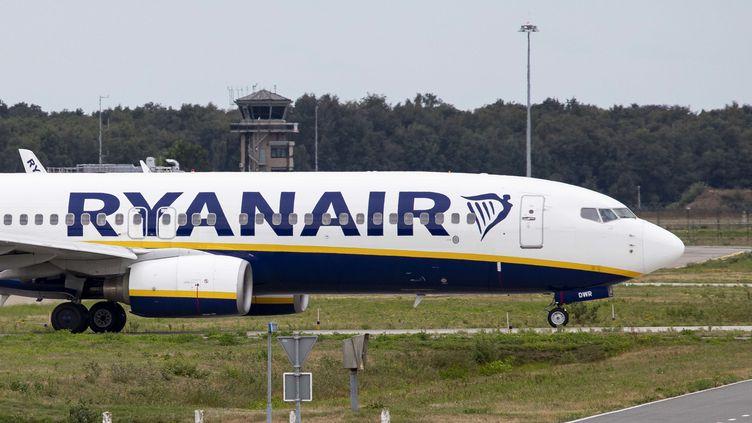 """Ryanair a licencié six membres d'équipage basés au Portugal, accusés d'avoir publié une """"fausse photo"""". (NURPHOTO /AFP)"""