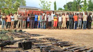 Des hommes suspectés de préparer une attaque,arrêtés par la police avec leurs armes, à Bujumbura (Burundi), le 12 décembre 2015. (JEAN PIERRE HARERIMANA / REUT / X01656)