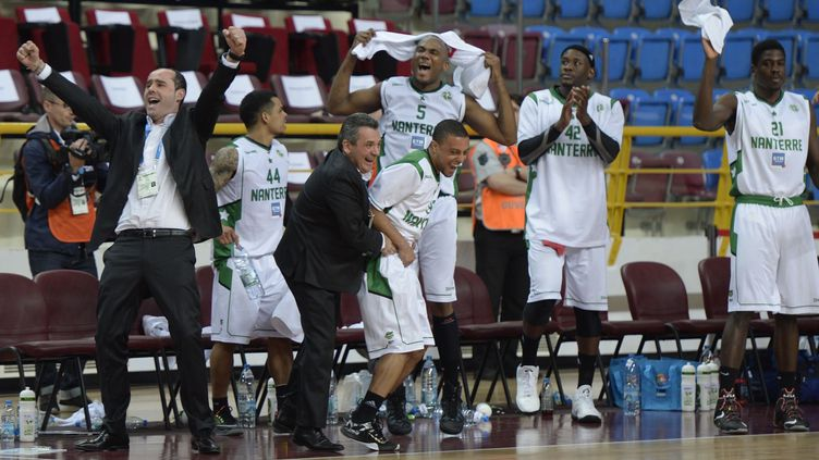 La joie des Nanterriens, qui ne s'arrêtent plus d'émerveiller le basket français!  (HAKAN BURAK ALTUNOZ / ANADOLU AGENCY)