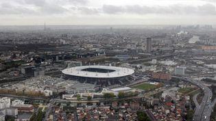 Vue sur le Stade de France et le quartier du Franc-Moisin, à Saint-Denis. (JOEL SAGET / AFP)