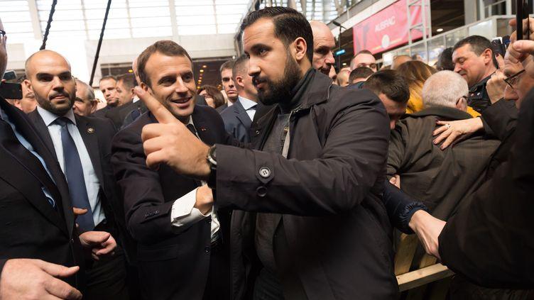 Emmanuel Macron et Alexandre Benalla, au Salon de l'agriculture, le 24 mars 2018, à Paris. (WITT / SIPA)