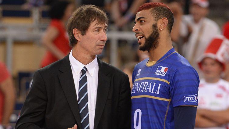 L'attaquant de l'Equipe de France Earvin Ngapeth et son sélectionneur Laurent Tillie (JULIEN CROSNIER / DPPI MEDIA)