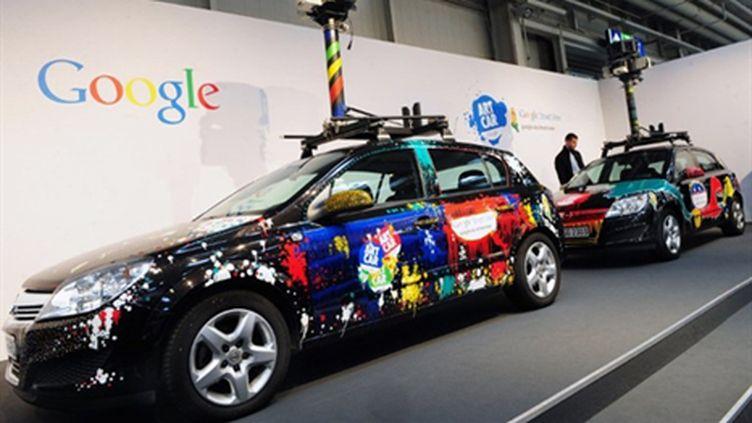 Les fameuses Google Cars qui ont, entre autres, photographié les rues pour en fournir des vues panoramiques. (AFP PHOTO / DANIEL MIHAILESCU)