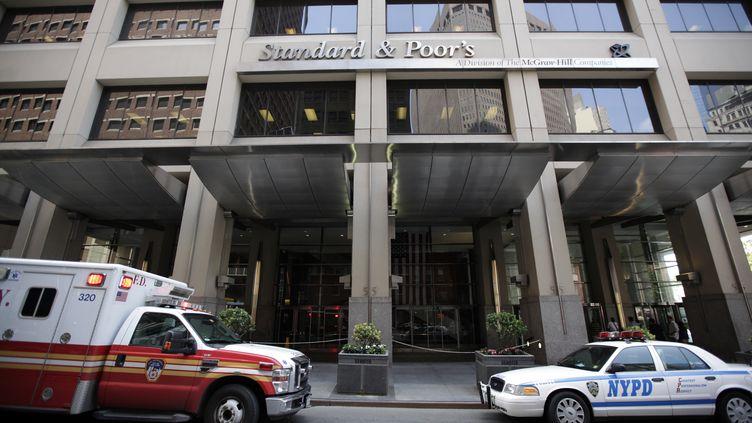 L'agence de notation Standard and Poor's à New York (Etats-Unis), le 8 août 2011. (BRENDAN MCDEMID / REUTERS)