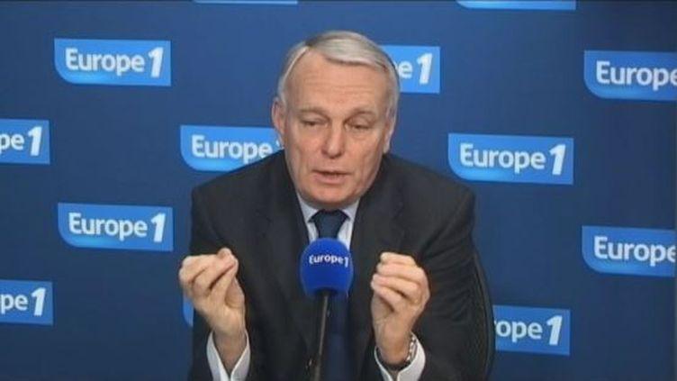 Jean-Marc Ayrault, leprésident du groupe PS à l'Assemblée, au micro d'Europe 1, le 16 février 2012. (FTVI / EUROPE 1)